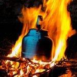Jak rozpalić ognisko w niemal każdych warunkach?