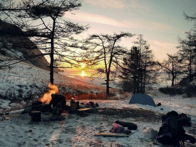 Zimowy obóz i ognisko